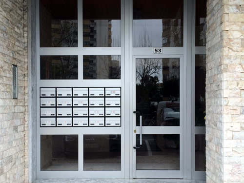 Porta de prédio 2