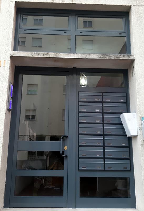 Porta de prédio 3