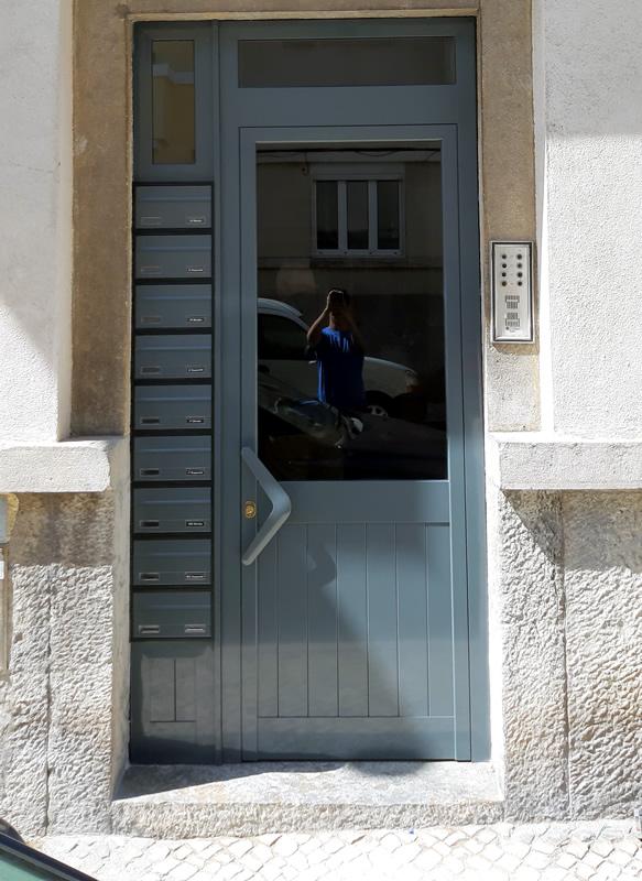 Porta de prédio 6